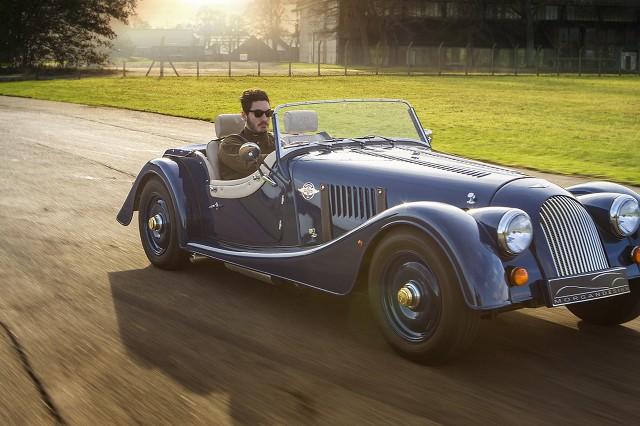 Morgan 4/4 80th Anniversary Edition   Za napęd odpowiada czterocylindrowy silnik o pojemności 1.6 l, który dostarcza 115 KM mocy oraz 130 Nm maksymalnego momentu obrotowego.  Fot. Morgan