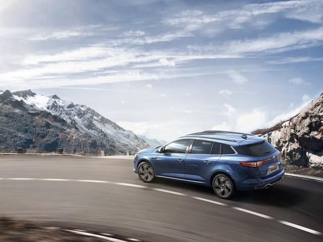 Wiadomo, że samochód zostanie wyposażony w system czterech kół skrętnych 4Control. Więcej szczegółów technicznych poznamy w momencie premiery / Fot. Renault