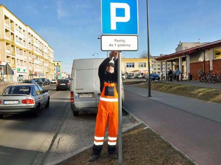 Strażnicy zrobią fotki blokującym parkingi