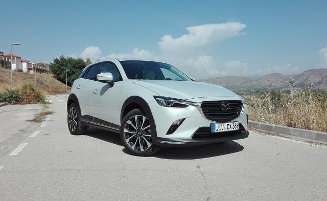 Mazda CX-3  Mazda zmodernizował swojego małego crossovera, czyli model CX-3. Auto przeszło delikatny lifting, poprawiono zawieszenie, pojawiły się nowe elementy w kabinie, a w ofercie silników nowy diesel.  Fot. Wojciech Frelichowski