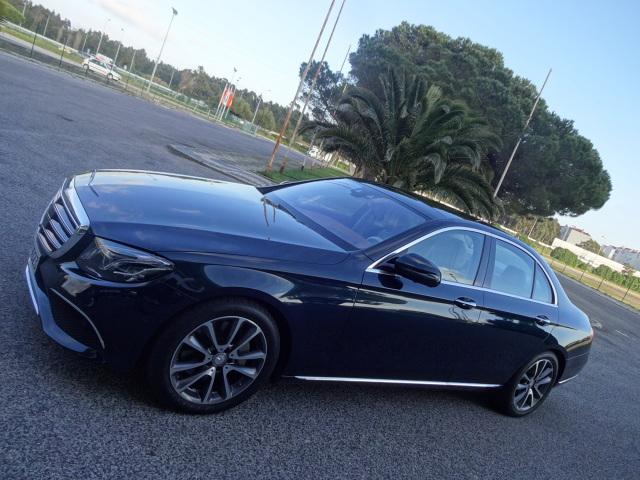 Mercedes Klasy E   Długość auta wynosi 4923 mm, co oznacza, że samochód jest o 43 mm dłuższy. Rozstaw osi zwiększono natomiast o 65 mm do 2939 mm. Bazą do zbudowania nowej generacji była platforma MRA  Fot. Tomasz Szmandra