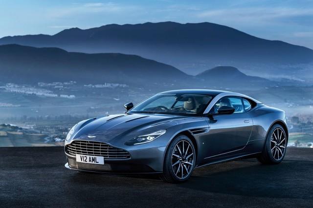 Za napęd odpowiada podwójnie doładowany silnik V12 o pojemności 5.2 l. Jednostka dostarcza około 600 KM mocy / Fot. Aston Martin