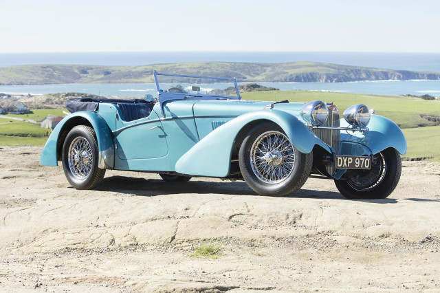 Bugatti 57 SC  Zlicytowany egzemplarz Bugatti 57 SC Sport Tourer został wyprodukowany w Nowym Jorku w 1937 roku. Za jego napęd odpowiada silnik V8 o pojemności 3,3 litra, który dostarcza 200 KM mocy.  Fot. Bugatti