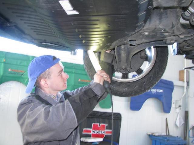 Przygotowanie samochodu do zimy: co sprawdzić, co wymienić (FOTO)