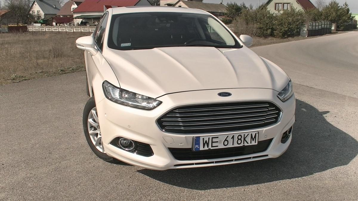 Ford Mondeo Hybrid   Producent deklaruje, że hybrydowy Ford Mondeo zużywa średnio 4,2 litra benzyny na 100 kilometrów i jest to realny do osiągnięcia wynik. Przy normalnej jeździe spalanie nie powinno znacznie przekraczać pięciu litrów na 100 kilometrów.  Fot. Kacper Rogacin