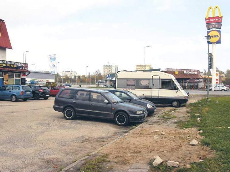Zniszczony parking przy ul. Monte Cassino w Koszalinie