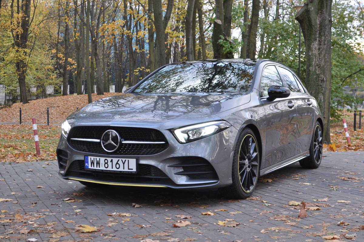 Klasa A o oznaczeniu fabrycznym W177 to jedna z ważniejszych premier motoryzacyjnych 2018 roku. Kompakt Mercedesa nieco urósł, zyskał bardziej agresywny wygląd, nowe silniki i systemy pokładowe. W Motofaktach sprawdziliśmy 1,33-litrową wersję A200 AMG Edition 1 o mocy 163 KM.  Fot. Jakub Mielniczak