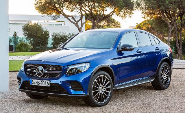 Mercedes GLC Coupe   Samochód ma długość 4730 mm, wysokość 1600 mm natomiast rozstaw osi wynosi 2870 mm. Z powodu ściętego tyłu pojemność bagażnika w porównaniu do GLC jest mniejsza 59 l i wynosi 491 l.  Fot. Mercedes-Benz