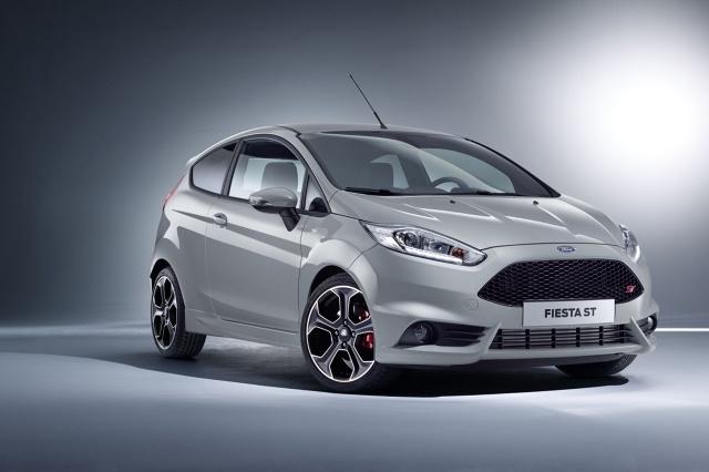 Podczas salonu samochodowego w Genewie, Ford zaprezentuje nowego Forda Fiesta ST200, który oferuje o 10 procent wyższą moc i o 20 procent wyższy moment obrotowy. Specjalnie skalibrowany silnik benzynowy 1,6 litra EcoBoost pracujący pod maską tej wersji rozwija 200 KM i 290 Nm / Fot. Ford