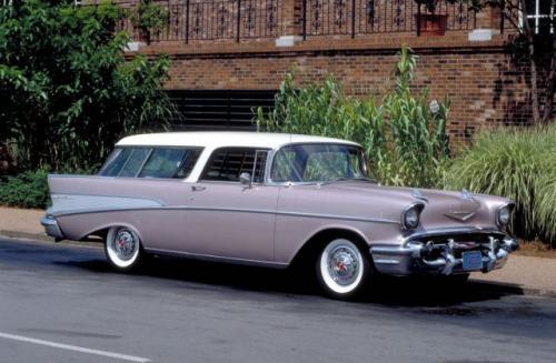 Fot. Chevrolet: Chevrolet to marka popularna, stworzona  dla szerokich rzesz nabywców. Na zdjęciu model Nomad z 1957 r. jako pakowne kombi.