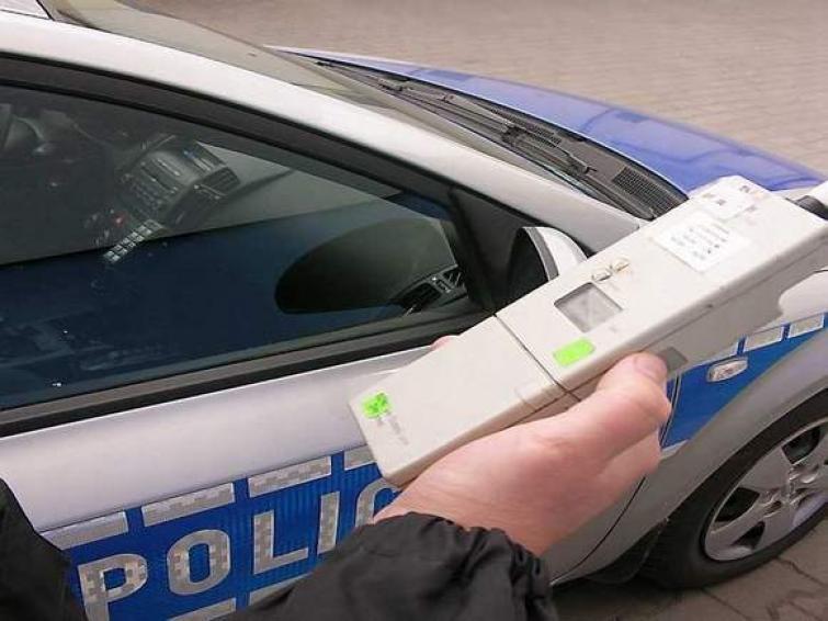 Na komisariatach policji kolejki kierowców do alkomatów