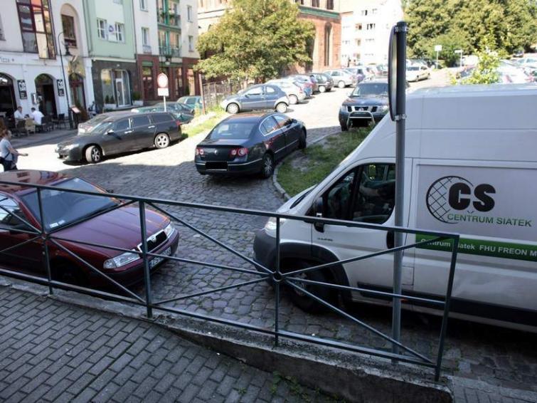 Parkowanie na Starym Mieście w Szczecinie: Co sądzą mieszkańcy [film]
