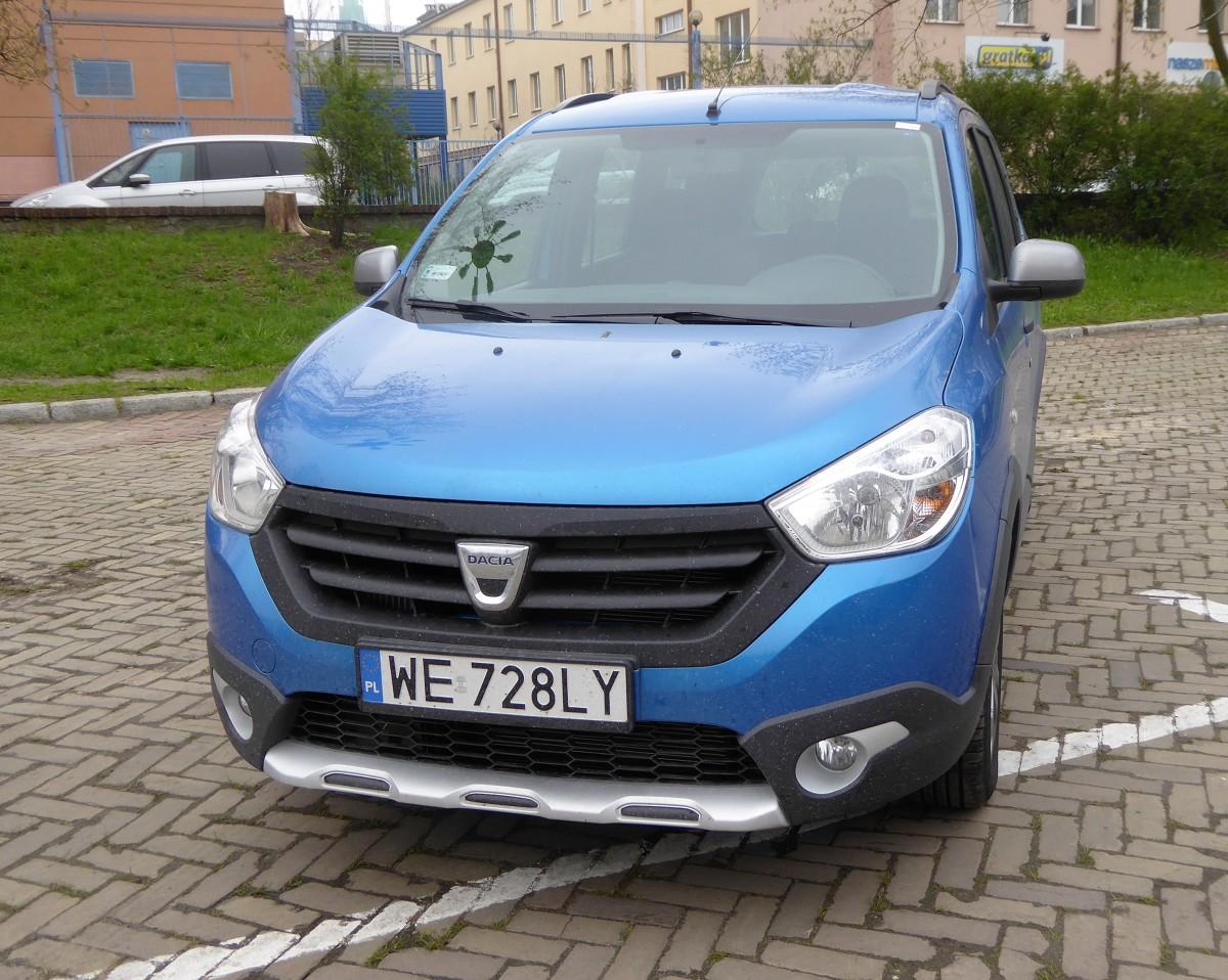 Dacia Lodgy Stepway  Dacia jest postrzegana jako tzw. marka budżetowa i nie jest to ani dla niej, ani dla użytkowników Dacii nic wstydliwego. Rumuńskie auta są chętnie wybierane tym bardziej, że są obecne praktycznie w każdej kategorii samochodów osobowych. W klasie vanów reprezentuje ją Lodgy.  Fot. Marek Perczak