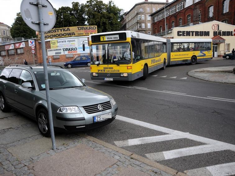 Ulica Owocowa w Szczecinie: Kierowcy kierowcom robią pod górkę