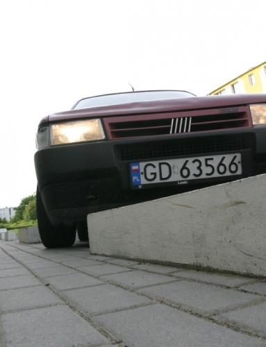 Fot. Grzegorz Mehring: Ogumienie najbardziej niszczą uszkodzenia mechaniczne, np. zbyt szybkie wjeżdżanie na wysokie krawężniki.