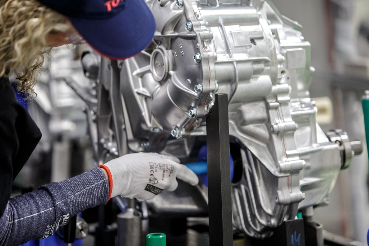 Toyota rozpoczyna produkcję przekładni do napędu hybrydowego 4. generacji w fabryce Toyota Motor Manufacturing Poland (TMMP) w Wałbrzychu. TMMP jest pierwszym zakładem poza Azją, w którym produkowane są komponenty do układów hybrydowych.  Fot. Toyota