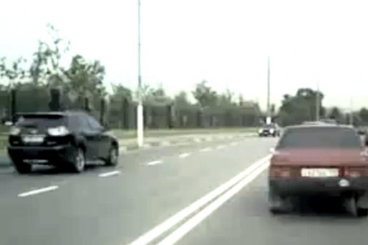 Rosyjski sposób na korki - na wstecznym pod prąd - zobacz film
