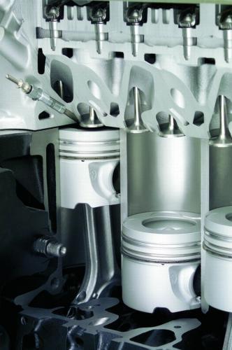 Fot. BMW: Pojemność skokowa cylindra to objętość walca, w którym porusza się tłok silnika między skrajnymi położeniami. Dla wielocylindrowej jednostki napędowej pojemność skokowa jest sumą objętości poszczególnych cylindrów.