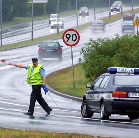 Fot. P. Jasiczek: Policjanci mają zatrzymywać do kontroli wszystkie podejrzane motocykle.
