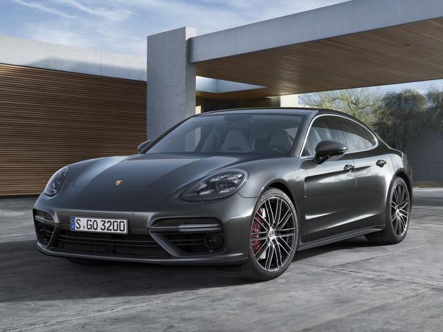 Porsche Panamera  Najmocniejszy benzynowy silnik V8 z rodziny nowych jednostek przeznaczony jest do nowego Porsche Panamera Turbo. 4-litrowy motor osiąga maksymalną moc 550 KM w przedziale 5750-6000 obr./min, jednak tuż powyżej 3000 obr./min przekracza barierę 340 KM.  Fot. Porsche