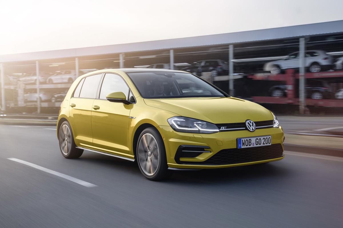 Volkswagen Golf   Jeśli chodzi o stylistykę, zmiany są bardzo delikatne. Nowością są reflektory LED, a więcej nowinek w Golfie po liftingu jest za to we wnętrzu.  Fot. Volkswagen