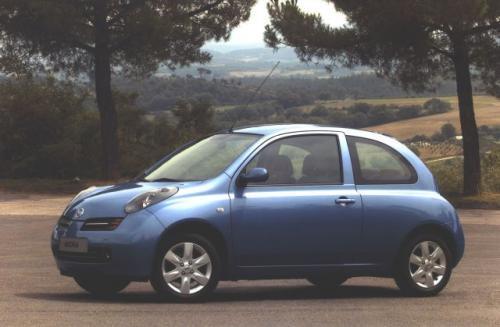 """Fot. Nissan: Micra wydaje się nieco bardziej ekstrawagancka od Ypsilona. Uwagę zwracają szczególnie reflektory """"wystające"""" z nadwozia."""