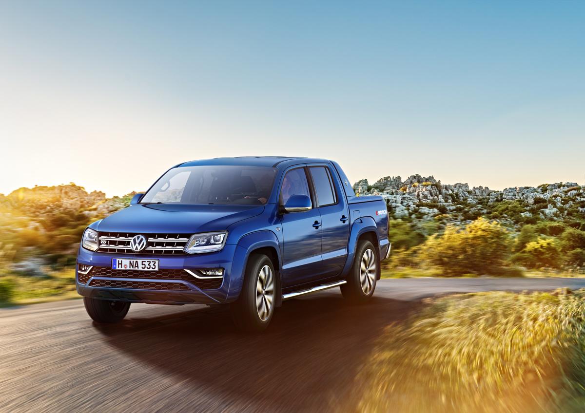 Volkswagen Amarok   Auto dysponuje silnikiem 3.0 V6 generującym moment obrotowy o wartości 550 Nm i moc 165 kW/224 KM. Auto potrafi rozwinąć maksymalną prędkość wynoszącą 193 km/h, a od 0 do 100 km/h przyspiesza w ciągu 7,9 s.  Fot. Volkswagen