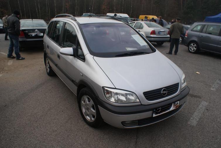 Giełdy samochodowe w Kielcach i Sandomierzu (11.12) - ceny i zdjęcia