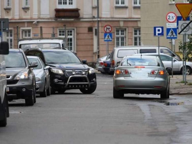 Nowe znaki zakazu zatrzymywania się przy ul. Zamenhofa w Słupsku