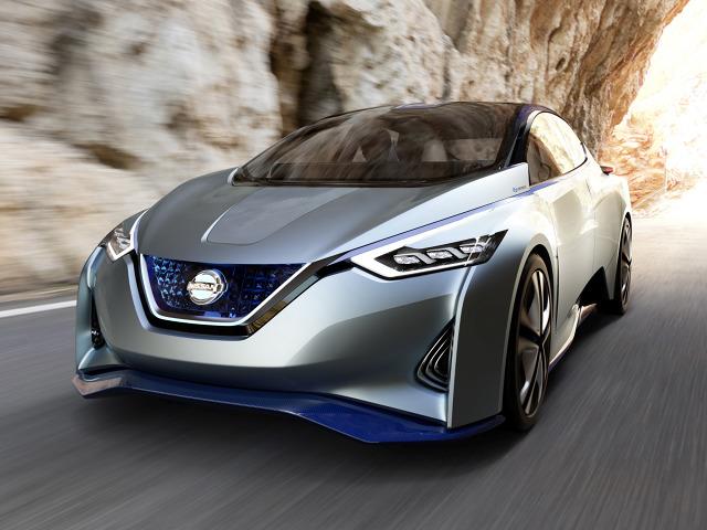 Nissan IDS Concept  Pojazdem mogą podróżować cztery osoby. Sercem nowości jest silnik elektryczny, wspierany przez akumulator o pojemności 60 kWh.  Fot. Nissan
