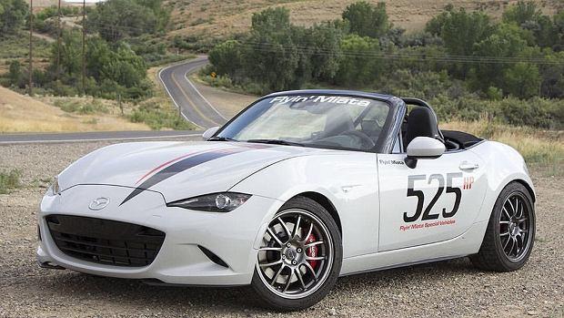 Mazda MX-5   Modyfikacje ie skończyły się jednak tylko na zamontowaniu innego silnika. Mazda MX-5 posiada nowe zawieszenie i wydech Corvette.   Fot. Flyin'Miata