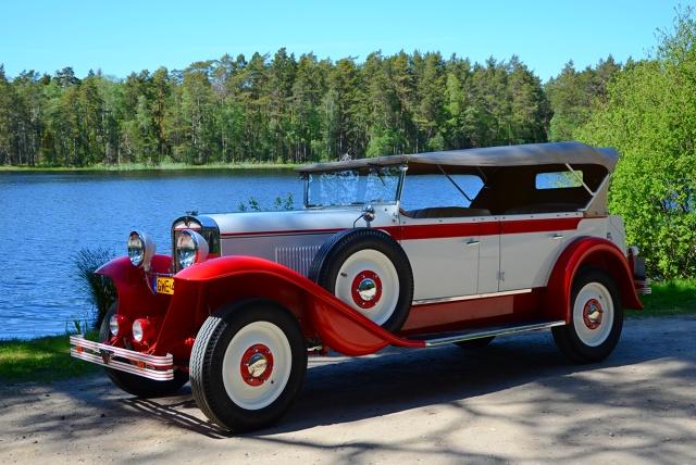 Właściciel pojazdu Pan Ludwik Rożniakowski z Wejherowa ogłosił, że po roku pracy pierwszy polski samochód biało – czerwony CWS T-1 został naprawiony. Przypomnijmy, że został rozbity na jesień 2018 roku.  Fot. materiały prasowe