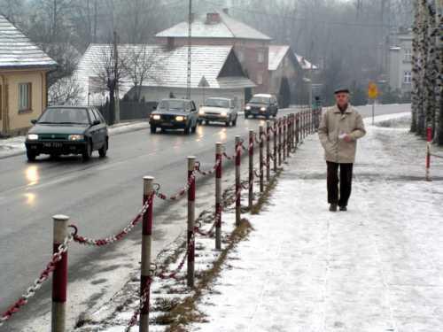Fot. Tadeusz Jachnicki: Kierowcy powinni uważać - jeśli ochlapia pieszego kokrym śniegiem, mogą zapłacić odszkodowanie.