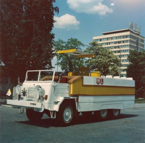 Fot. archiwum: Unikalne zdjęcia Stara 660, którym Jan Paweł II poruszał się podczas pierwszej pielgrzymki do Polski w 1979 r.