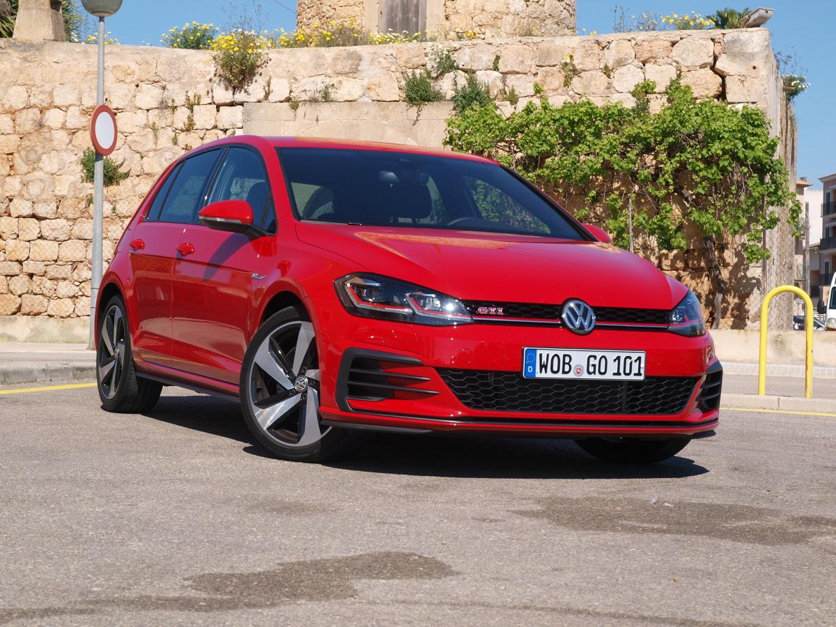 Volkswagen Golf VII facelifting   Sport to zdrowie – tylko który? Projektanci nowego Golfa dają do wyboru cztery sposoby przyspieszania tętna u kierowcy.  fot. Michał Kij