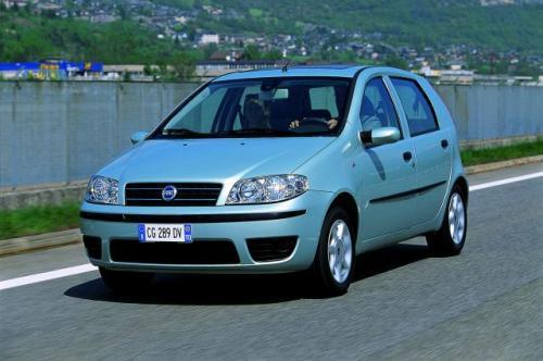 Fot. Fiat:  Punto może pełnić rolę samochodu rodzinnego. Oferowany jest w wersji 3- lub 5-drzwiowej.