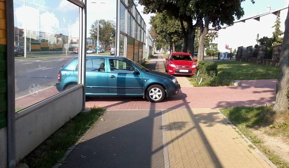 Warszawa, Wrocław i Poznań to miasta, których mieszkańcy najczęściej zgłaszają nieprawidłowe parkowanie aut innych kierowców. W samej stolicy Polski takich zgłoszeń było więcej o ponad 25% niż w stolicach Dolnego Śląska i Wielkopolski razem wziętych. Najczęściej nieprawidłowo parkują posiadacze Volkswagenów.  Fot. Archiwum PPG