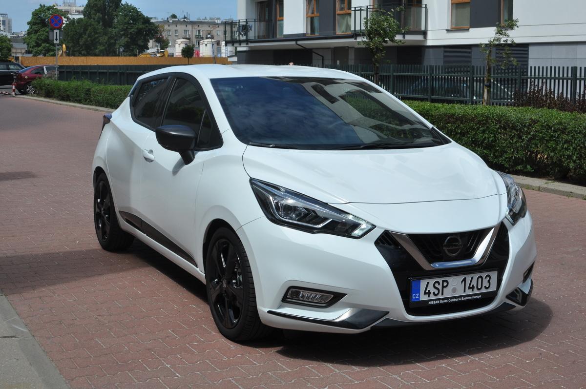 """Nissan Micra DIG-T 117 N-Sport  Co prawda """"na papierze"""" 9,9 s w sprincie 0-100 km/h nie wygląda jakoś szczególnie imponująco, to w rzeczywistości Micra sprawia wrażenie całkiem dynamicznego i zrywnego auta. Warunkiem jest utrzymywanie motoru na obrotach wyższych niż 1500 obr/min.  Fot. Jakub Mielniczak"""