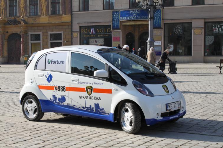 Elektryczne Mitsubishi i-MiEV wyjechało na polskie ulice