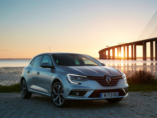 Renault Megane IV   Renault przedstawia pełną ofertę cenową nowej generacji modelu Megane. W ofercie dostępne są silniki benzynowe o mocy od 100 do 205 KM i silniki wysokoprężne o mocy od 90 do 130 KM.  Fot. Renault
