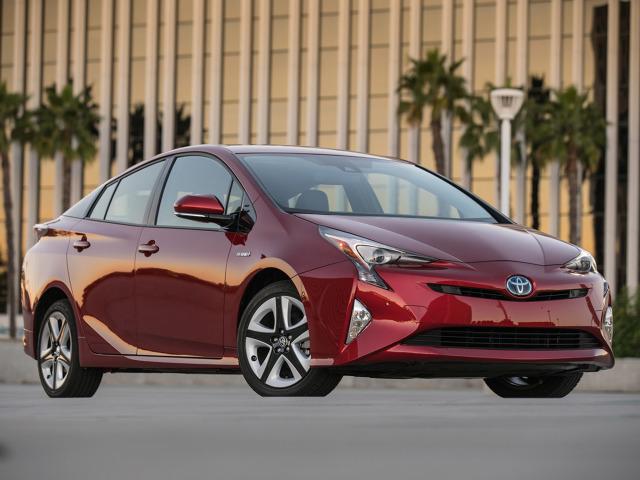 Toyota Prius IV   Nowy Prius uzyskał wynik 92% za ochronę kierowcy i dorosłych pasażerów, 82% za ochronę dzieci oraz 77% za zapewnienie bezpieczeństwa pieszym. Działanie systemów bezpieczeństwa czynnego specjaliści Euro NCAP ocenili na 85%.  Fot. Toyota