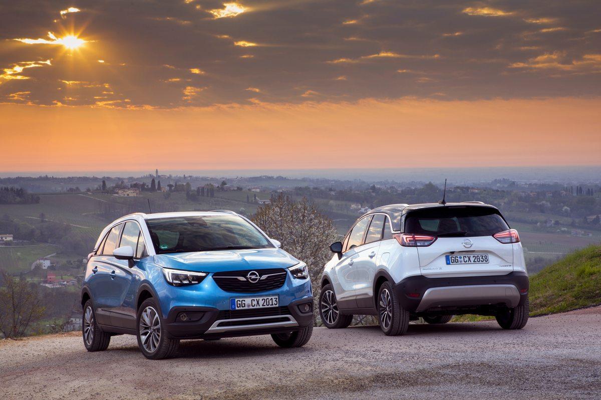 Opel Crosland X  Opel Crossland X przekonał do siebie już ponad 50 000 klientów z całej Europy. Około 50 procent klientów zamawia Crosslanda X z kamerą cofania lub panoramiczną kamerą cofania, która oferuje widok przestrzeni za pojazdem w promieniu nawet 180 stopni.  Fot. Opel