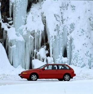 Volvo 480 ES  To jedna z najważniejszych dat w historii marki Volvo. 6 marca 1986 roku podczas targów w Genewie Szwedzi pokazali swój pierwszy, seryjnie produkowany model samochodu. Ale nie tylko ten fakt przykuwał uwagę całego motoryzacyjnego świata. Najnowszy projekt Volvo był bardzo odważny.  Fot. Volvo