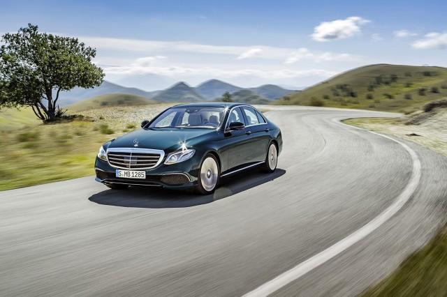 Długość auta wynosi 4923 mm, co oznacza, że samochód jest o 43 mm dłuższy. Rozstaw osi zwiększono natomiast o 65 mm do 2939 mm / Fot. Mercedes-Benz