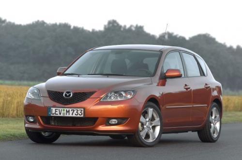 Fot. Mazda: Mazda nie jest popularna w naszym kraju. Marka należy obecnie do koncernu Ford i dlatego model 3 wykorzystuje płytę podłogową Focusa I.
