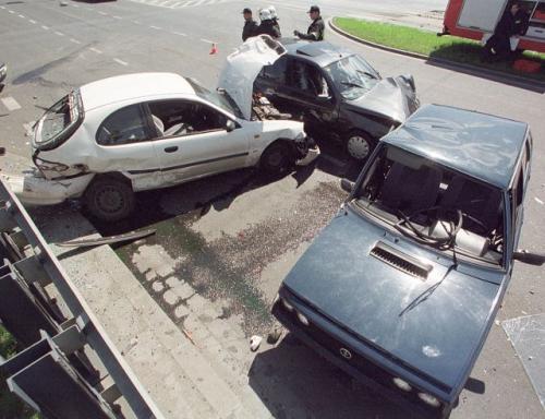 """Fot. Wojtek Wilczyński: Zgodnie z założeniami zaakceptowanego przez Radę Ministrów """"Krajowego programu bezpieczeństwa ruchu drogowego 2005-2007-2013 GAMBIT 2005"""" do 2013 r. zmniejszy się liczba śmiertelnych i rannych ofiar wypadków."""