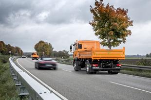 Bezzałogowy pojazd zabezpieczający na autostradach