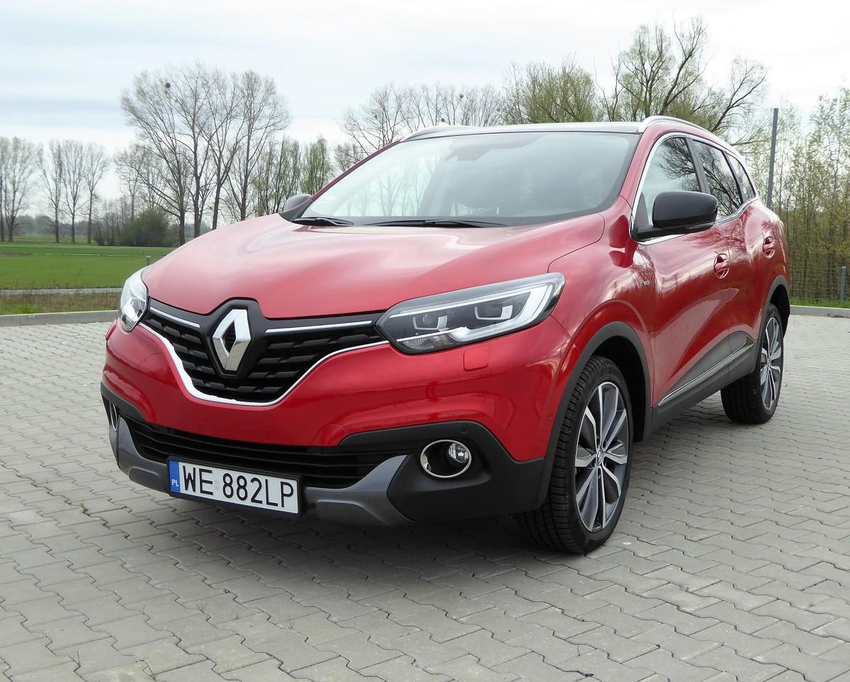 Renault Kadjar  Francuski koncern zwlekał z wejściem do klasy kompaktowych SUV-ów. Kiedy zdecydował się na wejście do nowego segmentu, w pełni wykorzystał potencjał aliansu z Nissanem - Kadjar jest technicznym bliźniakiem Qashqaia.  Fot. Ryszard M. Perczak