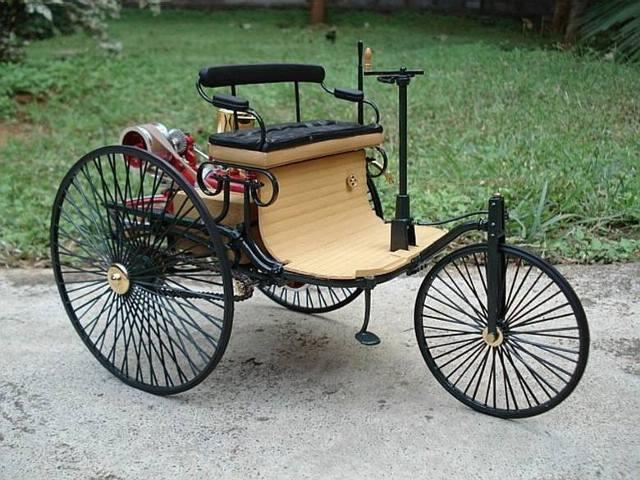 B1. Patent Motorwagen konstrukcji Karla Benza z roku 1885 miał trzy koła wzorowane na rowerowych i silnik o mocy 0,9 KM / Fot. Deimler Benz