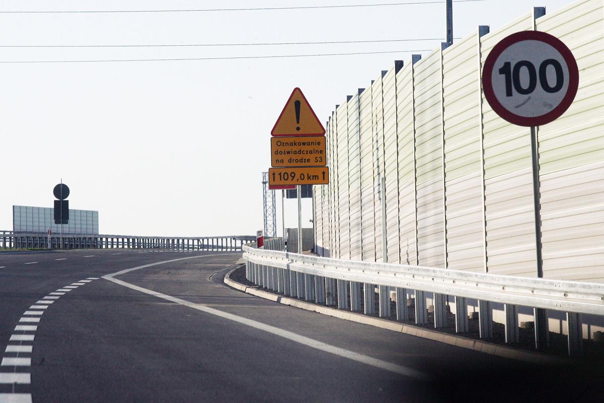 W rankingu jakości dróg Polska zajmuje 20. miejsce w Europie i 57. na świecie. Choć w porównaniu do poprzednich lat nasza infrastruktura drogowa jest znacznie lepsza, daleko nam jeszcze do takich państw jak Holandia, Austria czy Portugalia.   Fot. Piotr Krzyżanowski